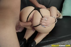 Rhonda Rhound - Round Rump On Rhonda (Thumb 80)