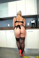 Veronica Dean - Coochie in the kitchen (Thumb 01)