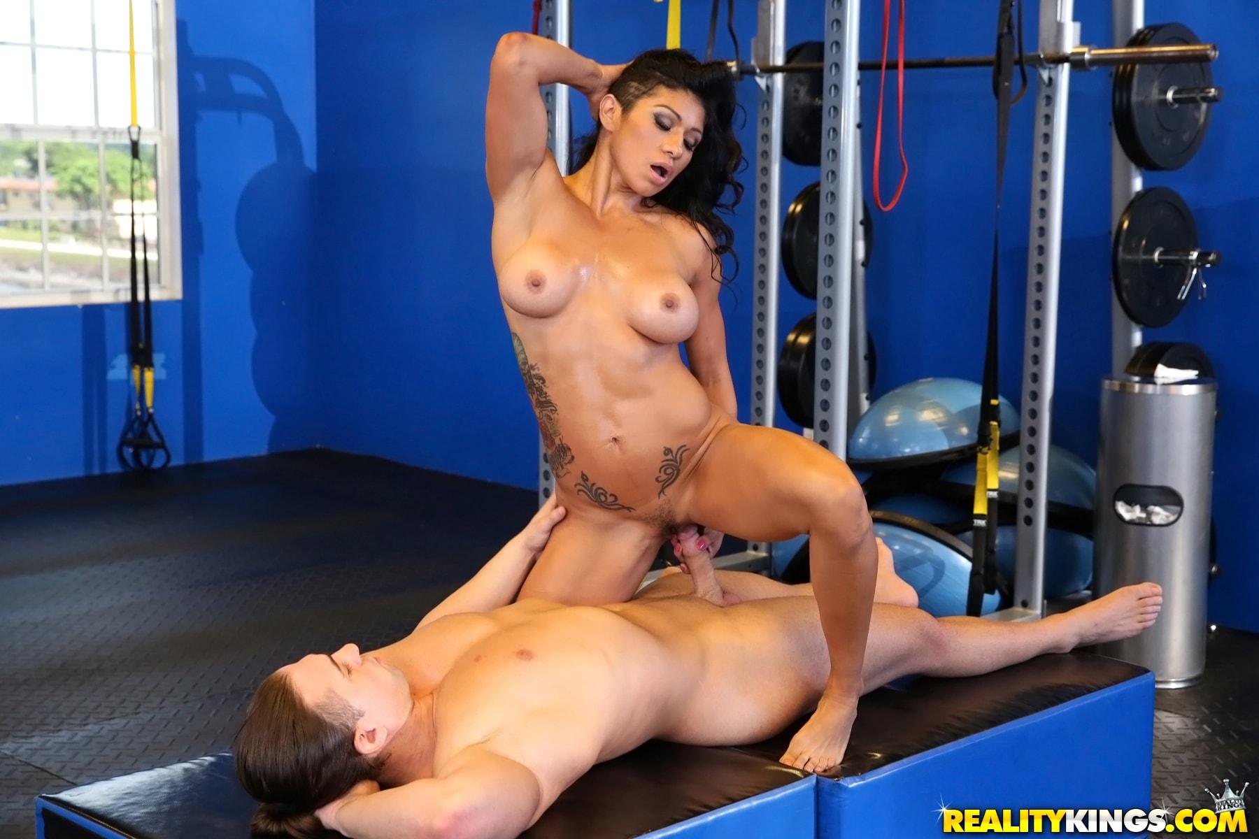Секс на тринировке, Порно С тренером -видео. Смотреть порно онлайн! 4 фотография