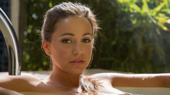 Abigail Mac in 'Bare ladies'