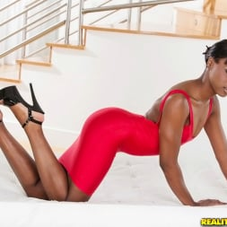 Ana Foxx in 'Reality Kings' The way she moves (Thumbnail 1)