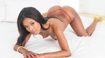 Ashlynn Sixxx in 'Sexy shaker'