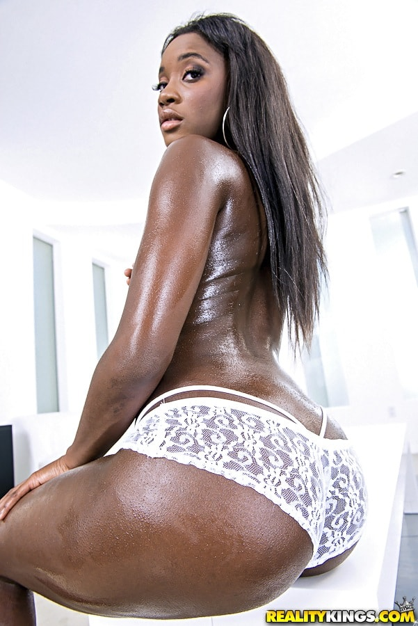 Reality Kings 'Bubble ass' starring Bonnie Amor (Photo 1)