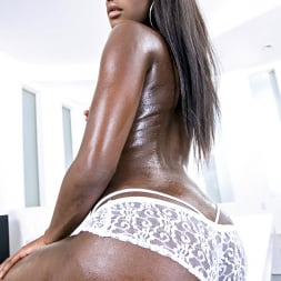 Bonnie Amor in 'Reality Kings' Bubble ass (Thumbnail 1)