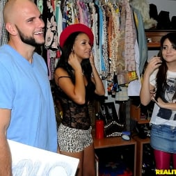 Cara Swank in 'Reality Kings' Down to business (Thumbnail 400)