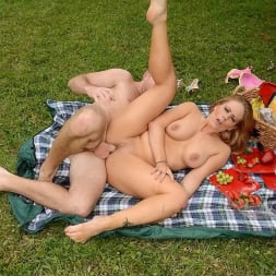 Holly Heart in 'Reality Kings' Picnic pussy (Thumbnail 492)