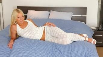 Kiara Lord in 'So luscious'