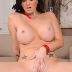 Licious Gia in 'Reality Kings' Helping hand (Thumbnail 117)