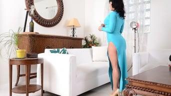 Mahina Zaltana in 'Sexy slit'