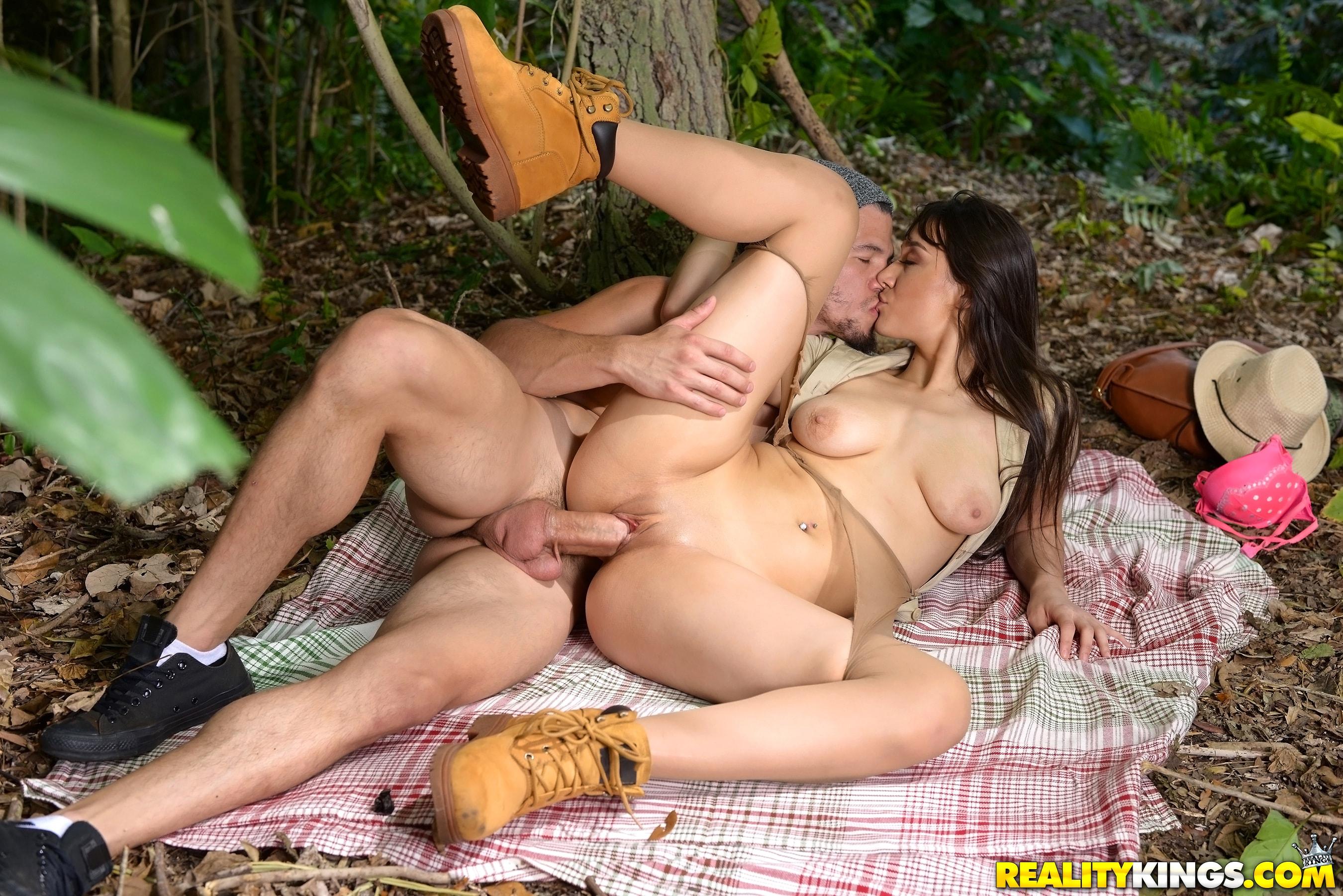 имеем лето лес и секс видео резво