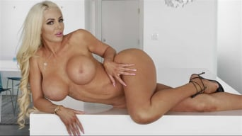 Nicolette Shea in 'Kitchen Cockfidential'