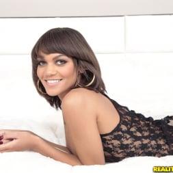 Peyton Rain in 'Reality Kings' Booty seductress (Thumbnail 1)