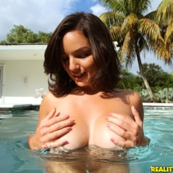 Shae Summers in 'Reality Kings' Fun in the sun (Thumbnail 111)