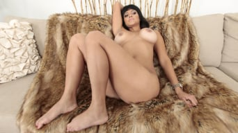 Valentina Vixen in 'Booty buds'